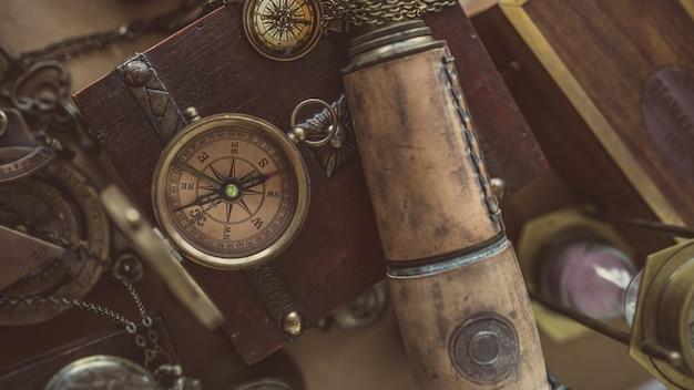 Vintage kompas en telescoop