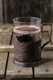 Vintage leeg glas voor thee met bekerhouder