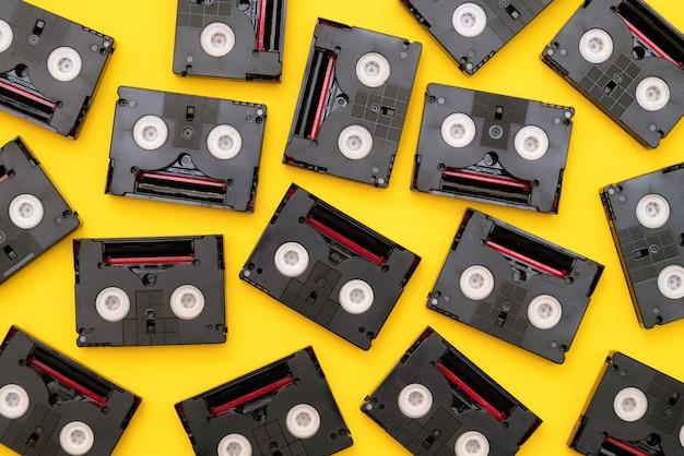 Vintage mini dv-cassettebandjes die worden gebruikt om op een dag te filmen.
