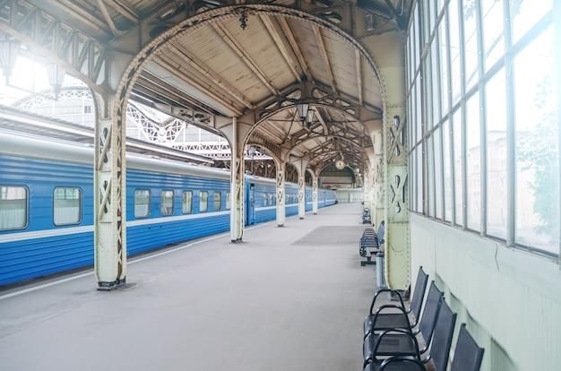 Vintage retro platform passagier treinstation.