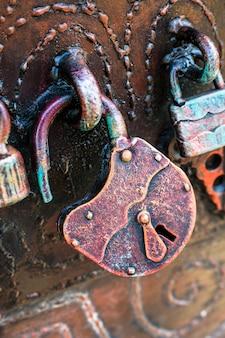 Vintage slot op een deur