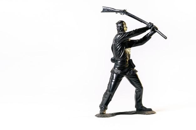 Vintage speelgoed zwarte soldaat geïsoleerd op een witte achtergrond.