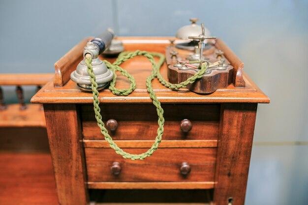 Vintage telefoon op kantoor