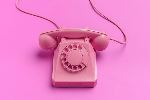 Vintage telefoon op kleur