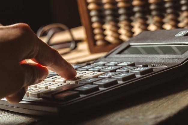 Vintage telraam en rekenmachine