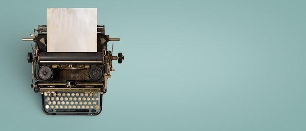 Vintage typemachine header met oud papier
