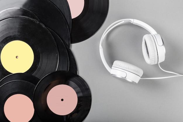 Vintage vinyl op grijs
