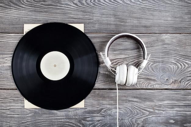 Vinylplaat en koptelefoon