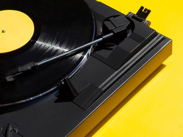 Vinylrecorder in het schot van het spelerclose-up