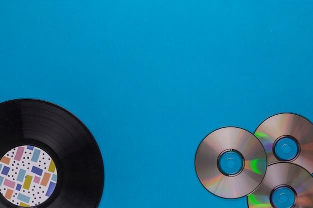 Vinylschijf met cd's