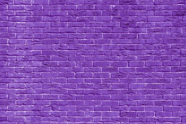 Violette bakstenen bouwmuur. interieur van een moderne loft. achtergrond voor ontwerp.