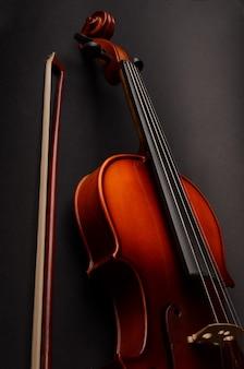 Viool op zwart