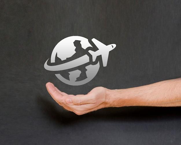 Virtueel reisconcept in menselijke hand