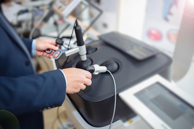 Virtuele chirurgische simulator voor studenten van chirurgen robottechnologieën in de opleiding van fysici