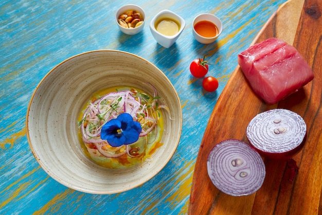 Vis ceviche preuviaanse recept en viooltje bloem