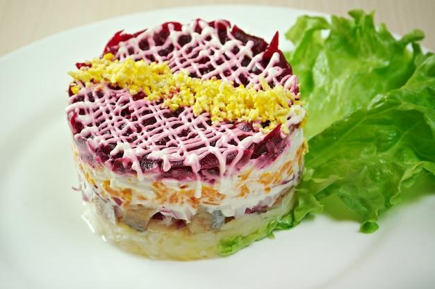 Vis en bietensalade met groente