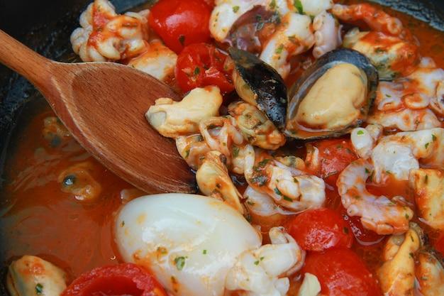 Vis en zeevruchten soep