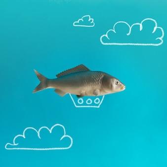 Vis zeppelin op blauwe hemel met hand getrokken wolken.