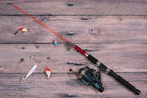 Visgerei spinning lijn haken en lokt op houten