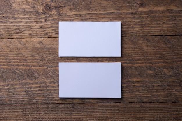 Visitekaartje leeg op houten