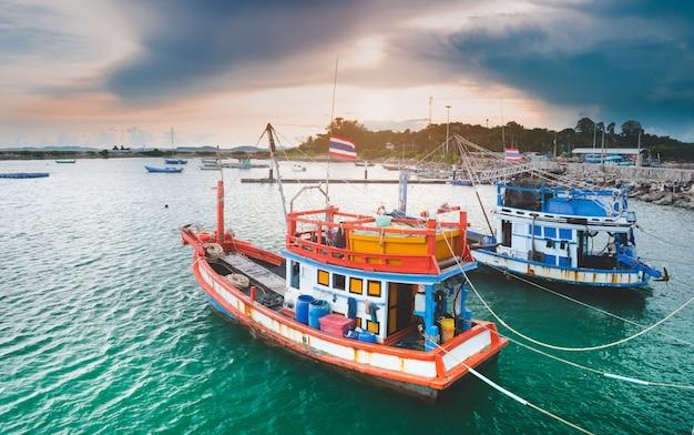 Visserij houten boten met buitenzonverlichting
