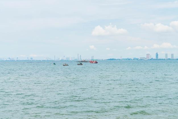 Vissersboot in de oceaan