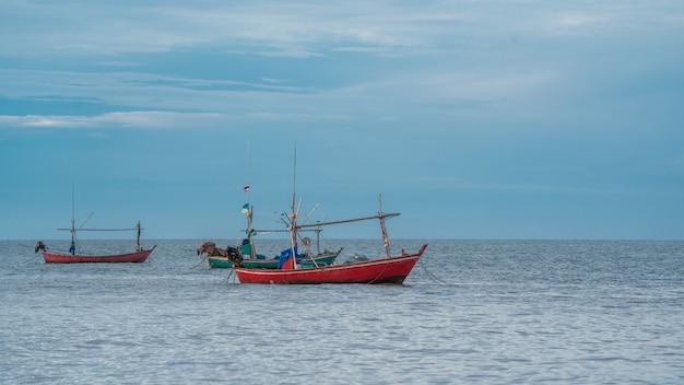 Vissersboot in zee