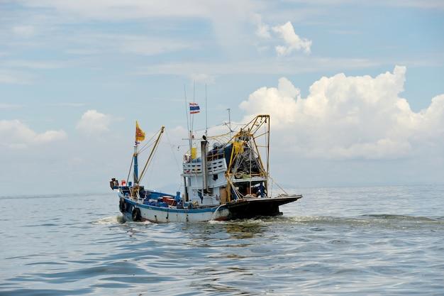 Vissersboot op de zee
