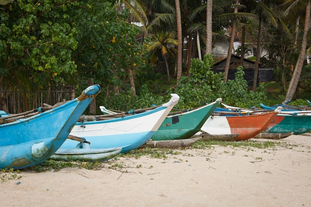 Vissersboten op het strand