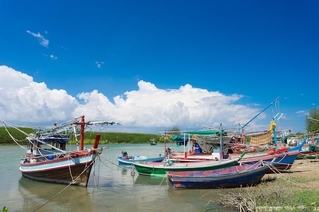 Vissersboten uit de provincie prachuap van thailand