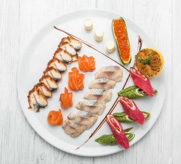 Visset van zalmkaviaar en verschillende soorten vis
