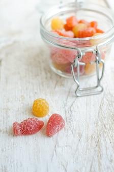 Vitaminen kleverig in de glazen pot