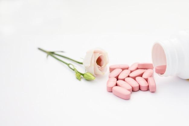Vitamines voor vrouwen, kruidencapsule uit kruiden natuur voor een goede gezondheid, vitamine, mineraal supplement pillen voor medicatie ziekte