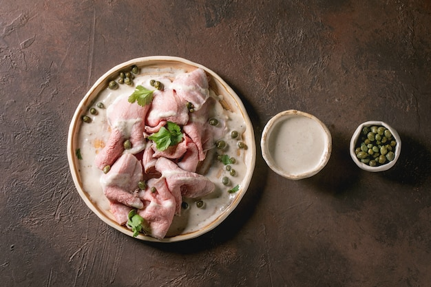 Vitello tonnato gesneden kalfsvlees