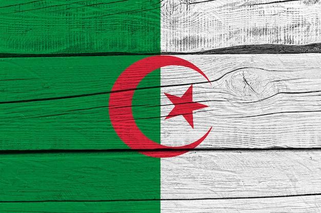 Vlag van algerije geschilderd op oude houten plank