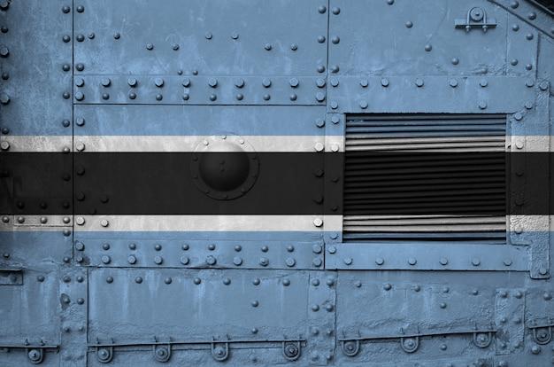 Vlag van botswana op zijdeel van militaire gepantserde tank