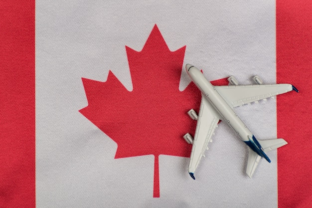 Vlag van canada en modelvliegtuig