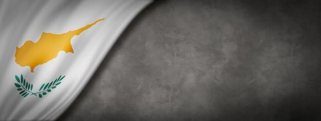 Vlag van cyprus op betonnen wand. horizontale panoramische banner. 3d-afbeelding