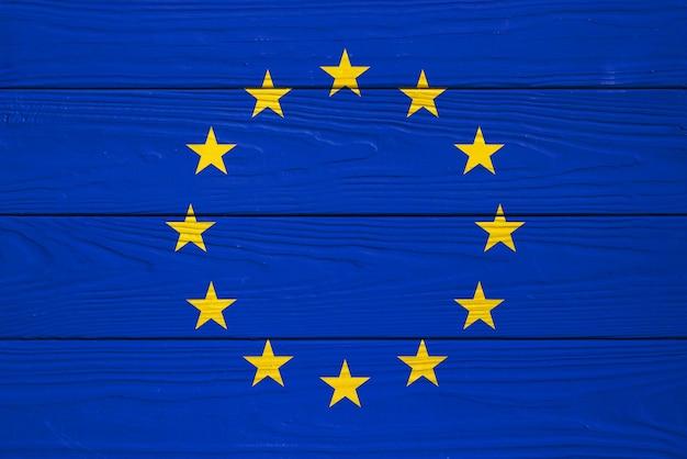 Vlag van de europese unie op een houten bord