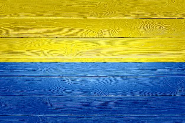 Vlag van de oekraïne geschilderd op oude houten plank achtergrond