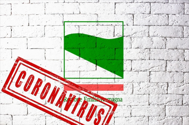 Vlag van de regio's van italië emilia romagna met originele verhoudingen. gestempeld met het coronavirus. bakstenen muur textuur. corona-virusconcept. op de rand van een covid-19- of 2019-ncov-pandemie.
