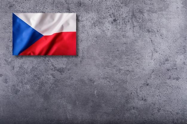 Vlag van de tsjechische republiek op concrete achtergrond.
