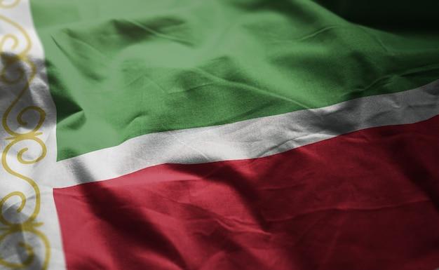 Vlag van de tsjetsjeense republiek verkreukelde close-up