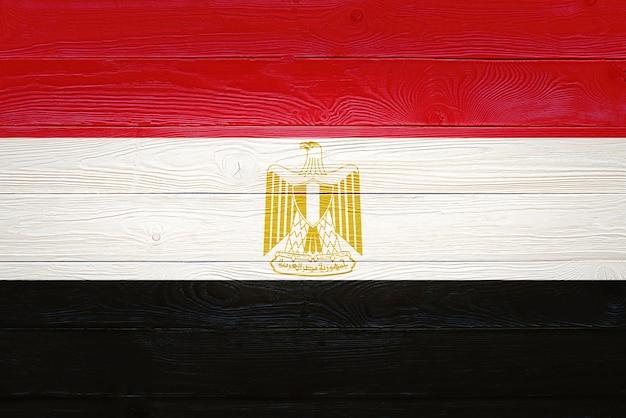 Vlag van egypte geschilderd op houten planken