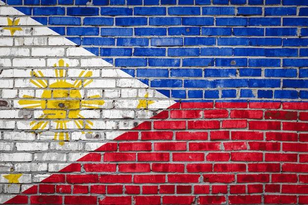 Vlag van filipijnen op een bakstenen muur