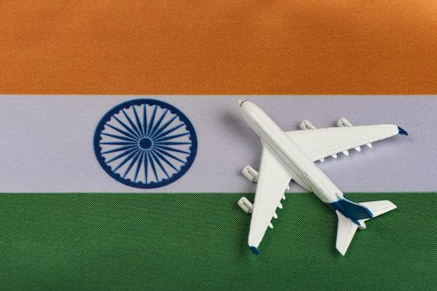 Vlag van india en modelvliegtuig.