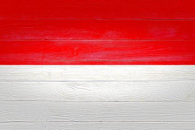 Vlag van indonesië geschilderd op houten planken