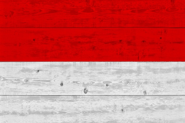 Vlag van indonesië geschilderd op oude houten plank