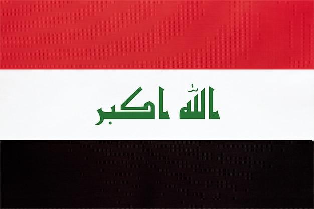 Vlag van irak nationale stof, textiel achtergrond. officieel iraaks staatsteken.