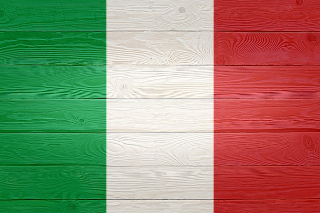 Vlag van italië geschilderd op oude houten plank achtergrond